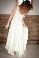 Robe de mariée fluide en crêpe et en biais Sylvie Mispouillé