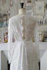 Robes de mariéé dos transparent en dentelle de calais Sylvie Mispouillé