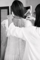 Mariage civil robe courte et boléro en dentelle Sylvie Mispouillé