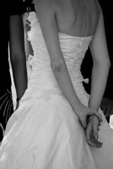 Robe de mariée bustier en soie sauvage et fleur Sylvie Mispouillé