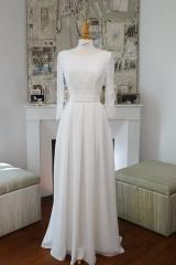Robe de mariée haut en dentelle et manches longues Sylvie Mispouillé