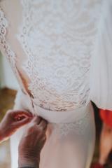 Robe de mariée sur mesure details dos en dentelle Sylvie Mispouillé