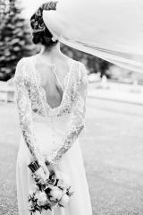 Robes de mariée dos nu en dentelle de calais Sylvie Mispouillé