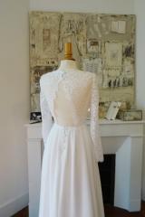 Robe de mariée avec dos nu en dentelle Sylvie Mispouillé