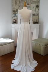 Robe de mariée manches longues et dos nus en dentelle Sylvie Mispouillé